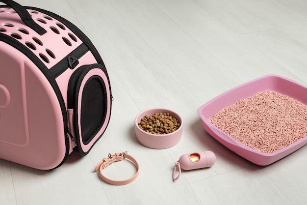 ピンクのペットバッグの配置