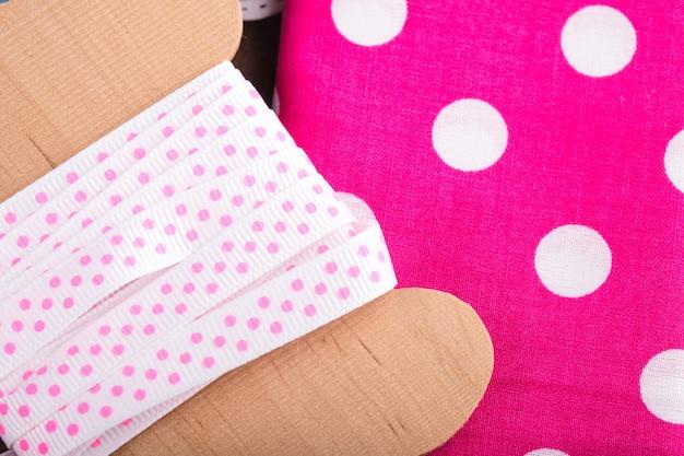Розовая лента в горошек, текстиль и банты для скрапбукинга