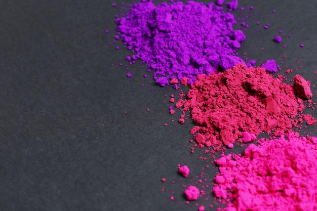 Розовый, фиолетовый и красный порошок, фон холи фестиваля