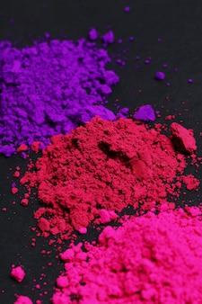 Розовый, фиолетовый и красный порошок, концепция фестиваля холи
