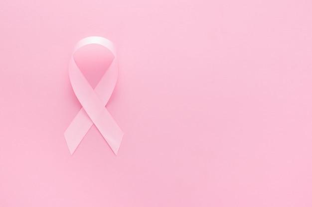 ピンクの表面にピンクのリボン