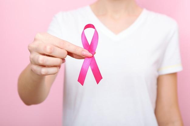 ピンクリボンは乳がんの国際的なシンボルです