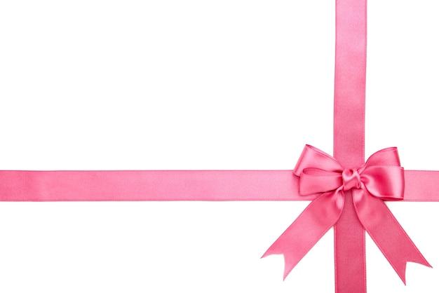 Розовая лента с бантом, изолированные на белой поверхности