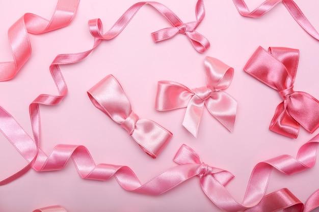 ピンクのリボンと色の弓