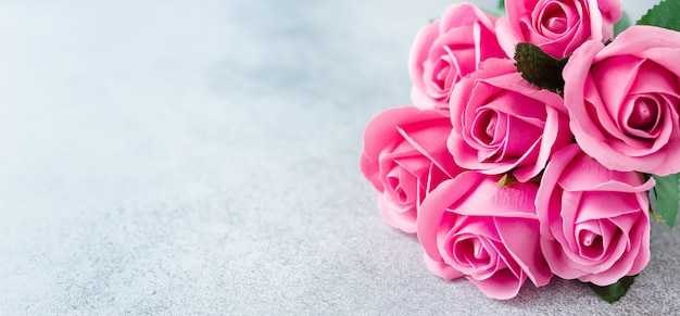 Pink rose flowers bouquet on stone background beautiful flowers