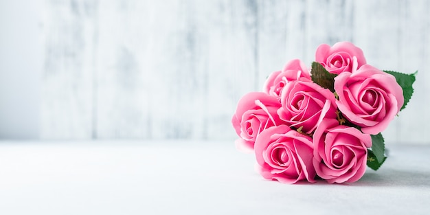 Pink rose flowers bouquet on white wooden background beautiful flowers