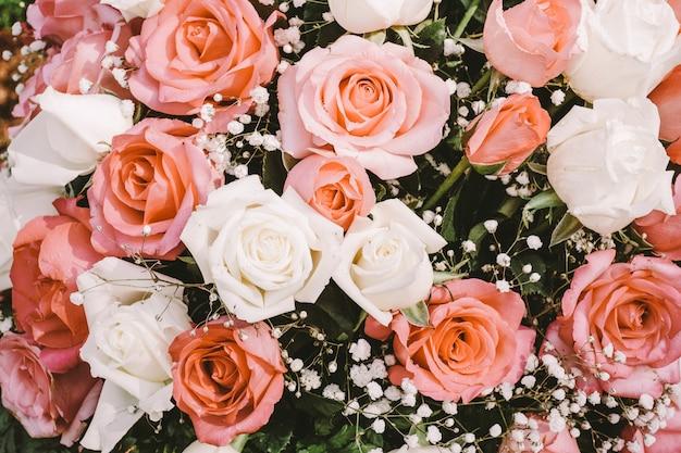 花束のピンクのバラの花