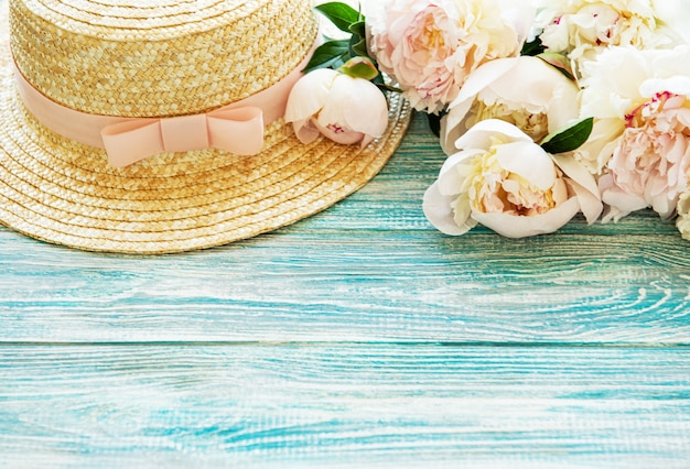 Pink roses bouquet and straw hat