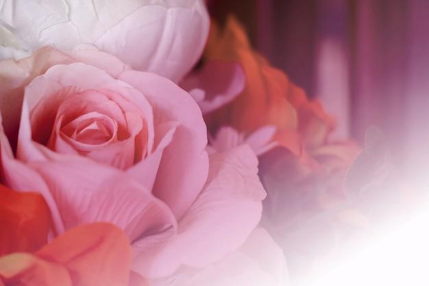 배경, 아름다운 인공 꽃에 대한 부드러운 색상과 흐림 스타일의 핑크 장미