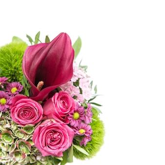 Розовые розы с декором