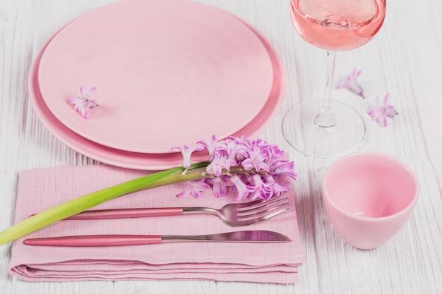 보라색 히아신스 꽃 핑크 시골 풍 테이블 설정