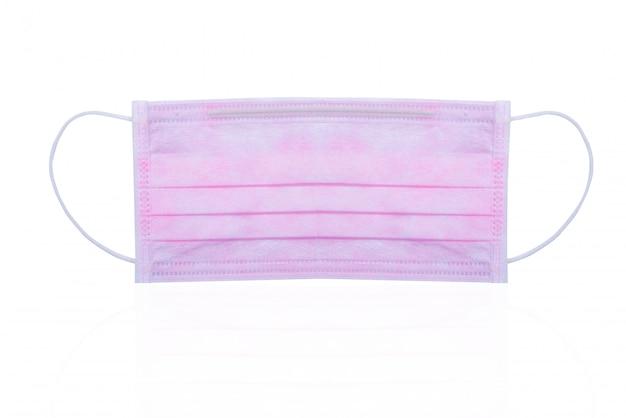 Розовый хирургический или медицинский лицевой щиток гермошлема изолированный на белой предпосылке. хирургическая маска для лица. одноразовая ушная маска для лица для защиты от вирусов и загрязнения воздуха.