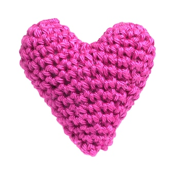 Розовое сладкое сердце вязание крючком из пряжи, изолированные на белом фоне