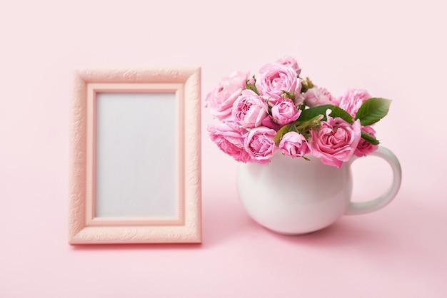 ピンクのティーローズ。スペースをコピーします。グリーティングカード