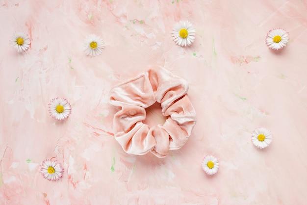 핑크 벨벳 스크런치와 상큼한 봄꽃