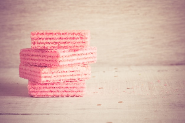 レトロなヴィンテージスタイルのフィルター効果を持つピンクのワッフル