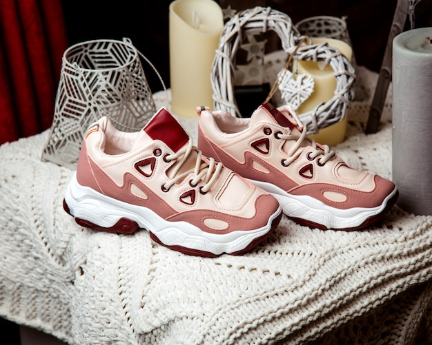 Pink woman sneakers with leather and suede fabrics