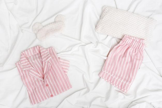 Розовая женская пижама в полоску
