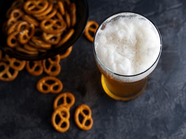 프레즐과 맥주 파인트