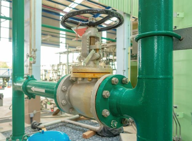 산업 영역의 급수 또는 용수 공급 파이프 라인 및 밸브