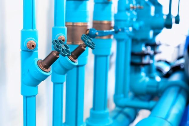 Трубы и клапаны системы отопления