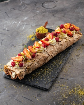 Pistachio meringue roll with berries