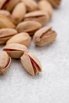 Фисташковые орехи с расфокусированным эффектом в фоновом режиме
