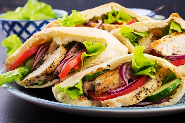 Pita stuffed with chicken, tomato and lettuce