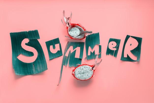 녹색에서 피 타야 과일과 단어 여름 편지