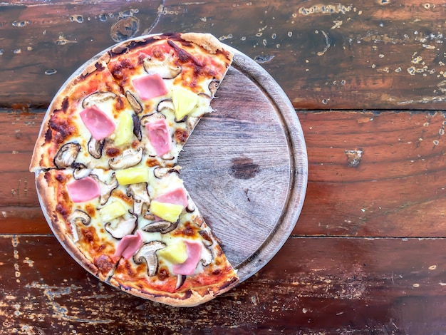 Pizza bacon mushroom and pineapple.