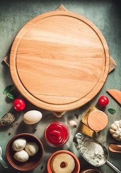 テーブルのピザまな板