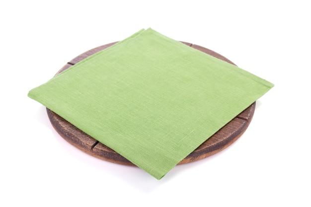 피자 절단 나무 보드와 냅킨 테이블 천, 흰색 배경에 고립
