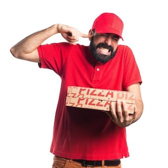 Uomo di consegna pizza che fa gesto pazzo