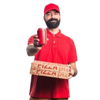 Человек доставки пиццы с содовой Бесплатные Фотографии