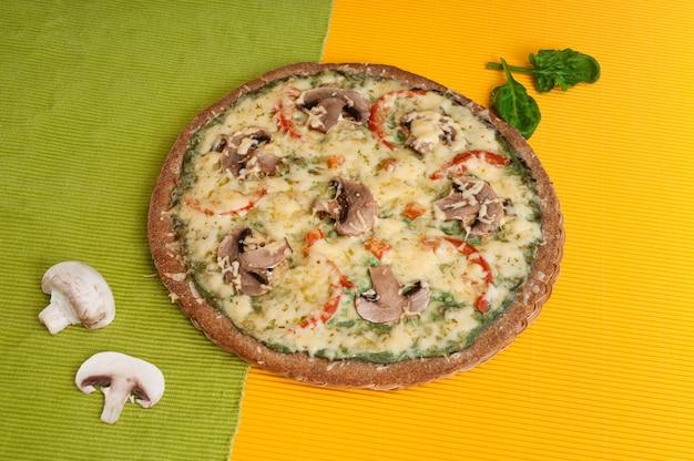 Пицца диетическая с грибами.