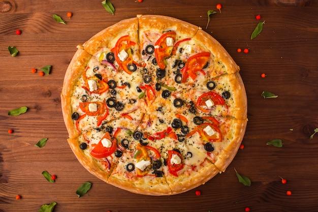 치즈, 토마토, 고추와 피자 햄입니다. 확대