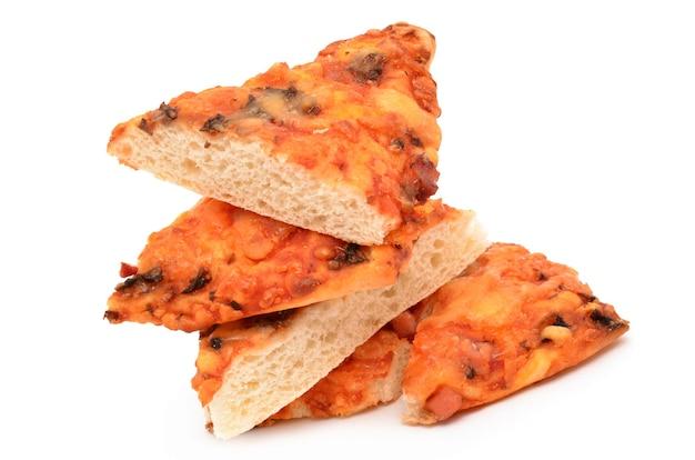 흰색 표면에 피자 프리미엄 사진