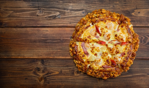 テーブルの上のピザ、ピザのトップビュー