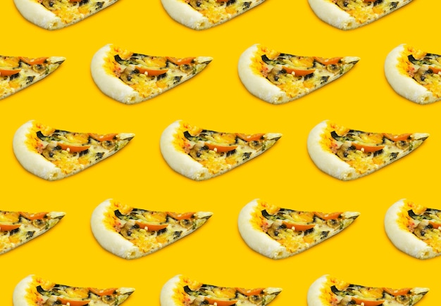 Шаблон пиццы на желтом фоне