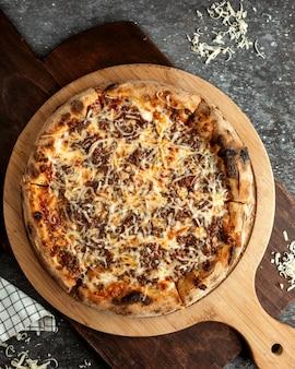 Пицца с рубленым мясом и дополнительным сыром