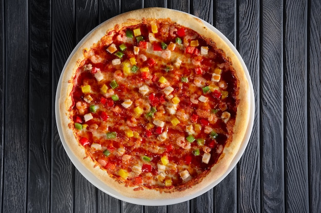 Pizza with shrimps and bell pepper