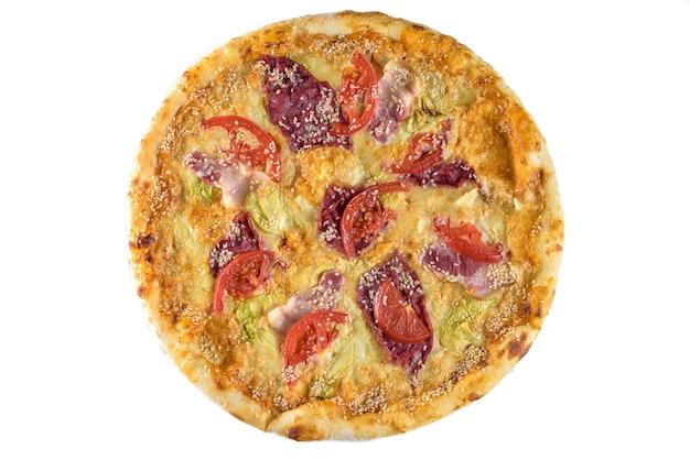 토마토, 햄, 치즈, 참깨를 곁들인 피자. 격리