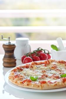 Пицца с помидорами следующих