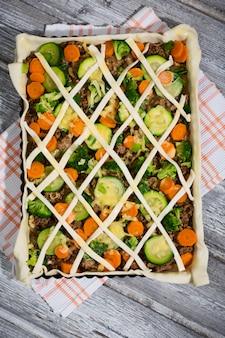 野菜とチーズのピザ