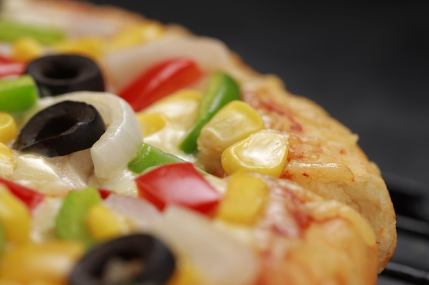 赤緑と黄色のピーマンを使って作ったpizzafarmersピザ