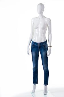 평범한 파란색 스키니진. 마른 청바지에 여성 마네킹입니다. 아울렛 매장에서 청바지 판매. 고급 소재의 팬츠.