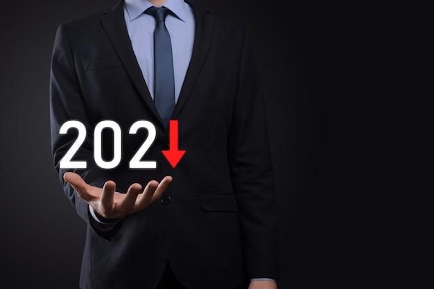 2021年のコンセプトでビジネスのマイナス成長を計画します。ビジネスマンの計画と彼のビジネスにおける否定的な指標の増加は、ビジネスの概念を衰退させます。