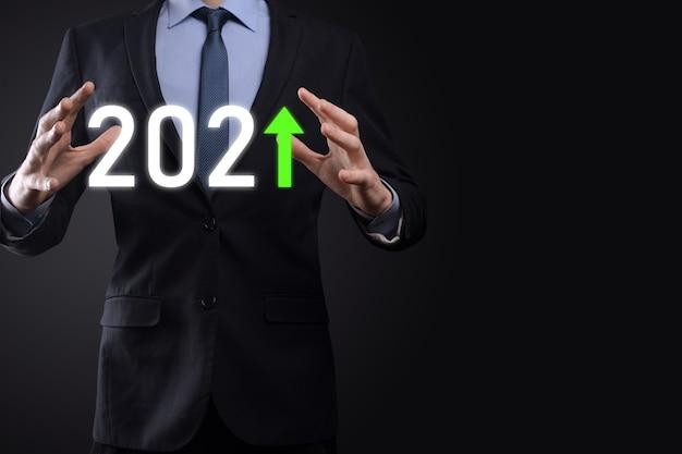 2021년 개념에서 비즈니스 긍정적인 성장을 계획합니다. 사업 계획 및 그의 사업에서 긍정적인 지표의 증가, 사업 개념 성장.