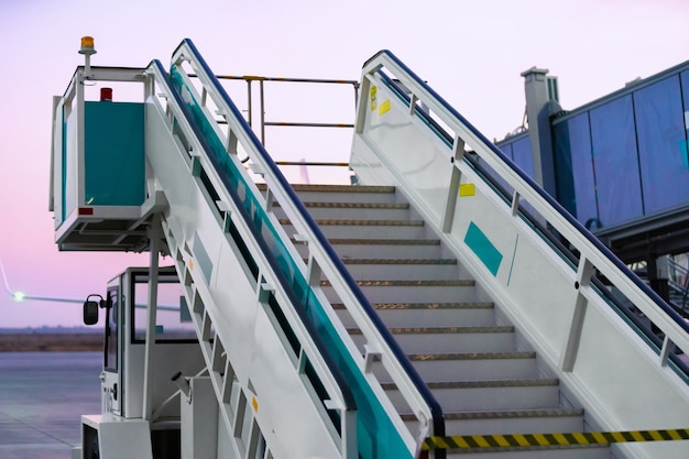 Plane ladder for disembarking and boarding passengers on board of the aircraft