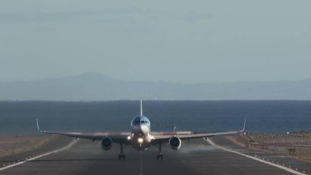 섬에서 비행기 이륙